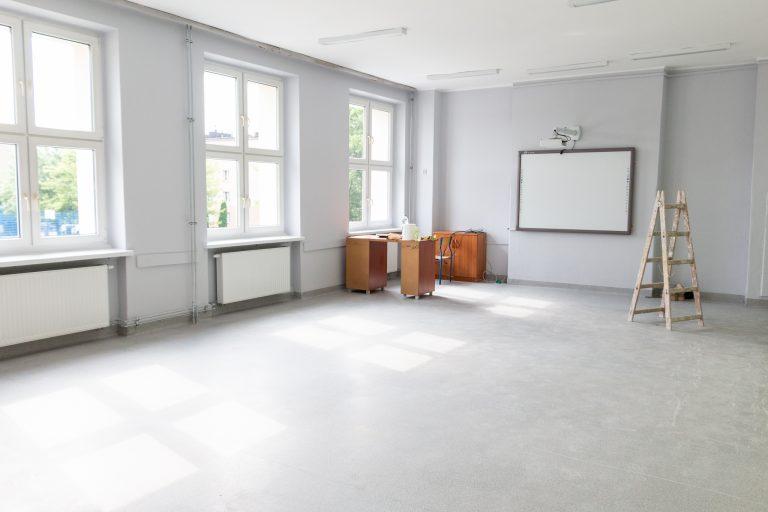Wakacje to czas remontów w szkołach