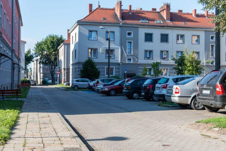Nowa droga i miejsca postojowe w Pyskowicach