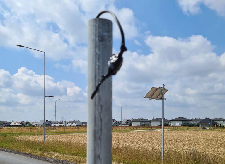 W Pyskowicach znów ukradli znak i pylony drogowe