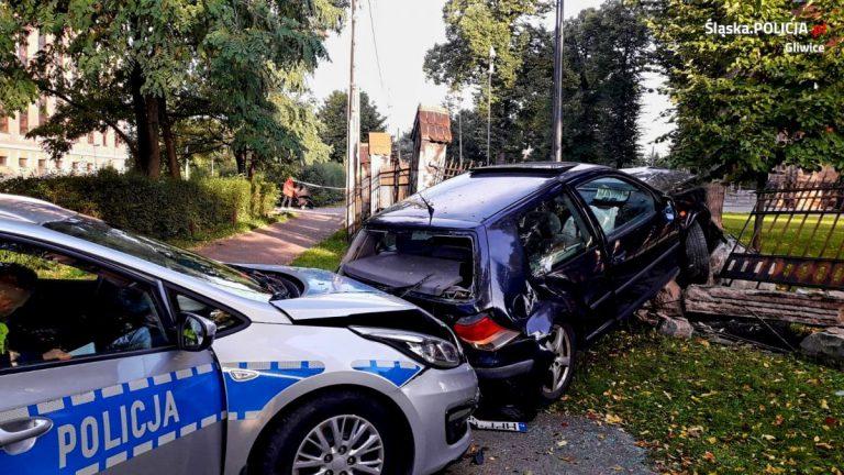 Pościg w Gliwicach. Samochód zatrzymał się na kościelnym ogrodzeniu